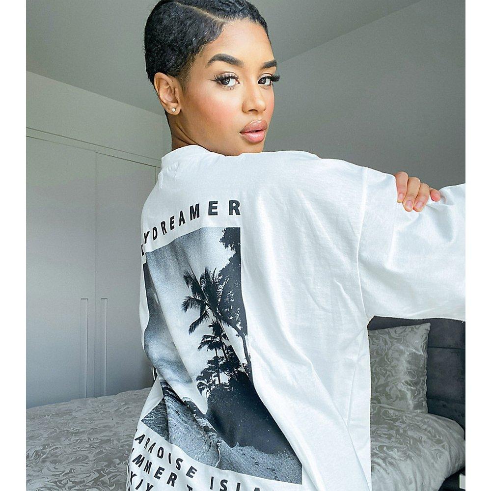 ASOS DESIGN Petite - Robe t-shirt oversize avec inscription « Daydreamer » - ASOS Petite - Modalova
