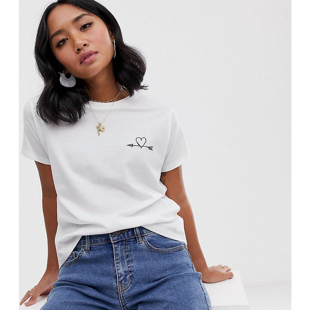 ASOS DESIGN Petite - T-shirt avec motif cœur et flèche - ASOS Petite - Modalova