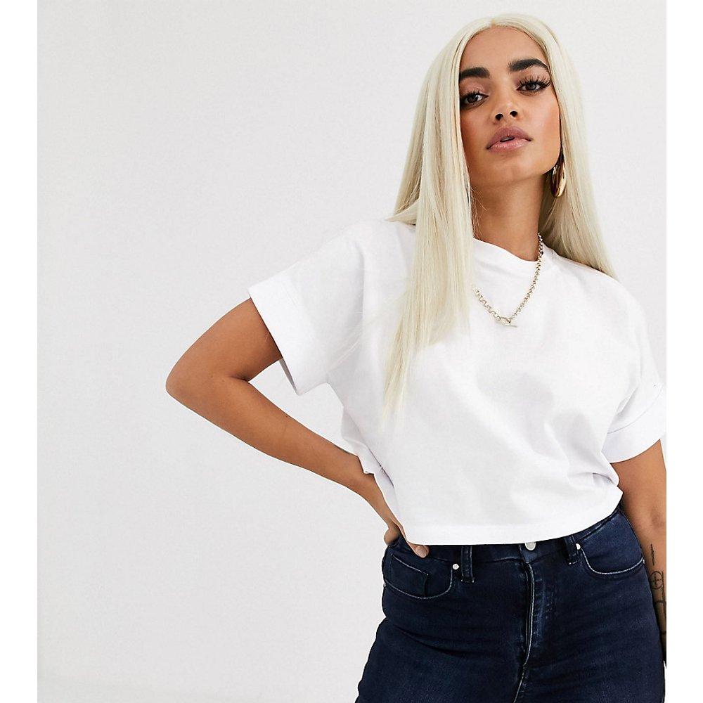 ASOS DESIGN Petite - T-shirt court à manches retroussées - ASOS Petite - Modalova