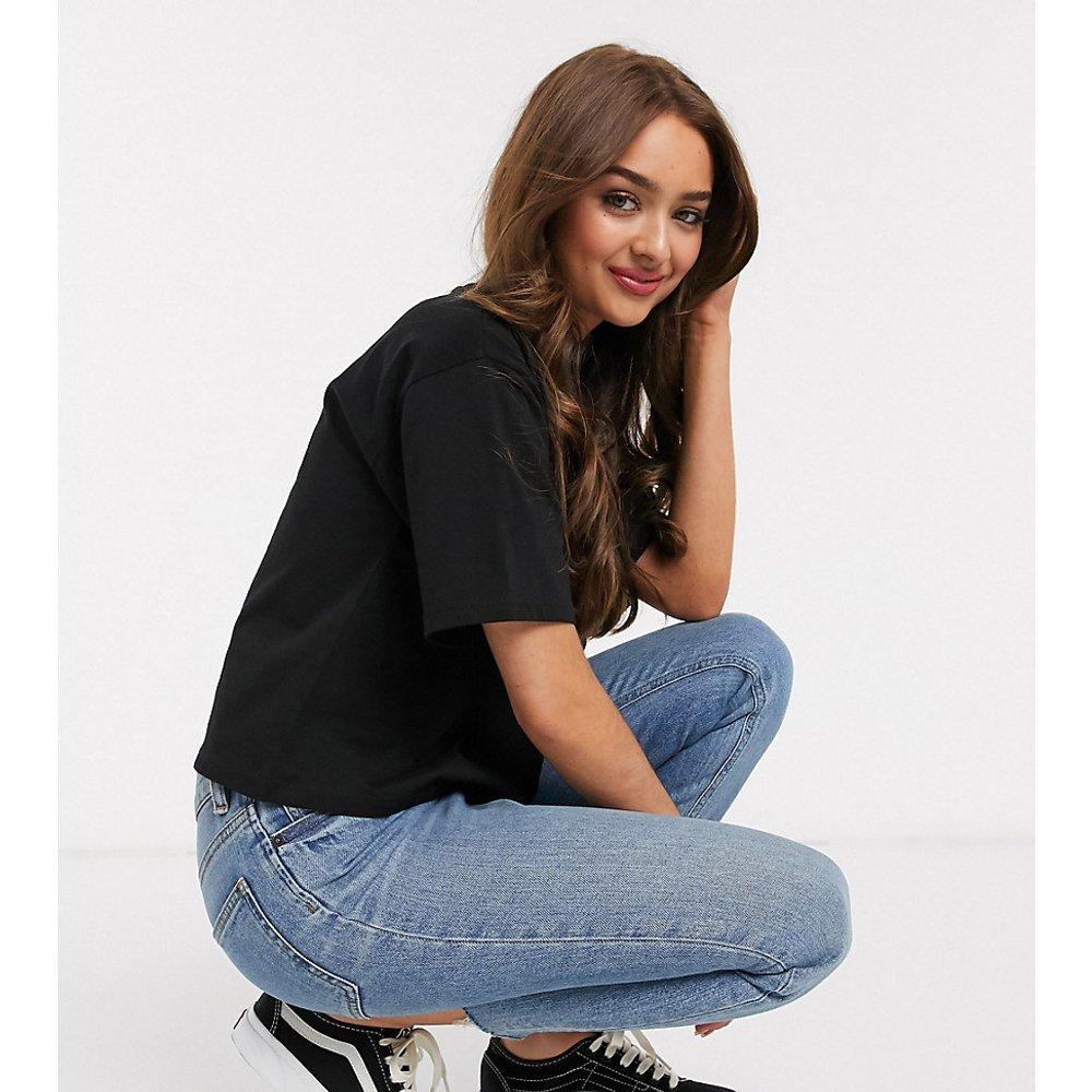 ASOS DESIGN Petite - T-shirt court coupe carrée à encolure haute - ASOS Petite - Modalova
