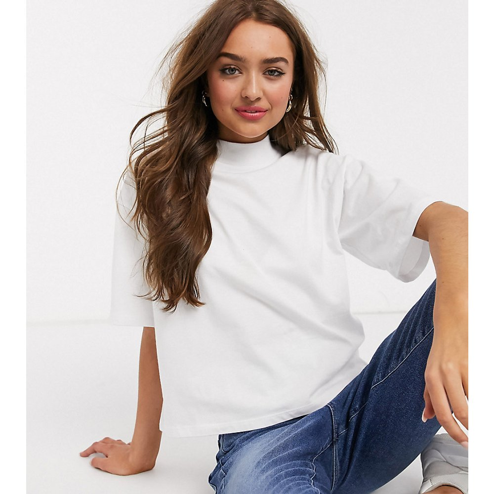 ASOS DESIGN Petite - T-shirt court coupe droite à encolure montante - ASOS Petite - Modalova