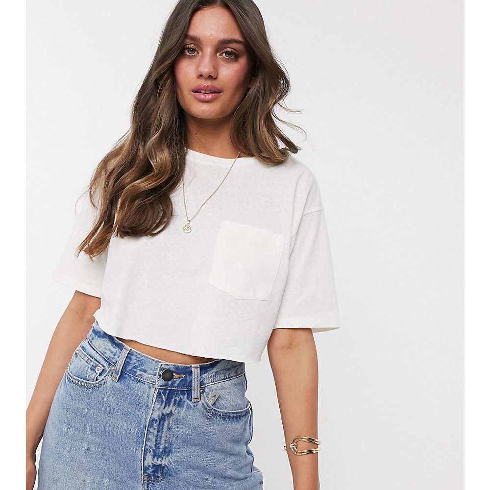 ASOS DESIGN Petite - T-shirt ultra court en lin mélangé - ASOS Petite - Modalova