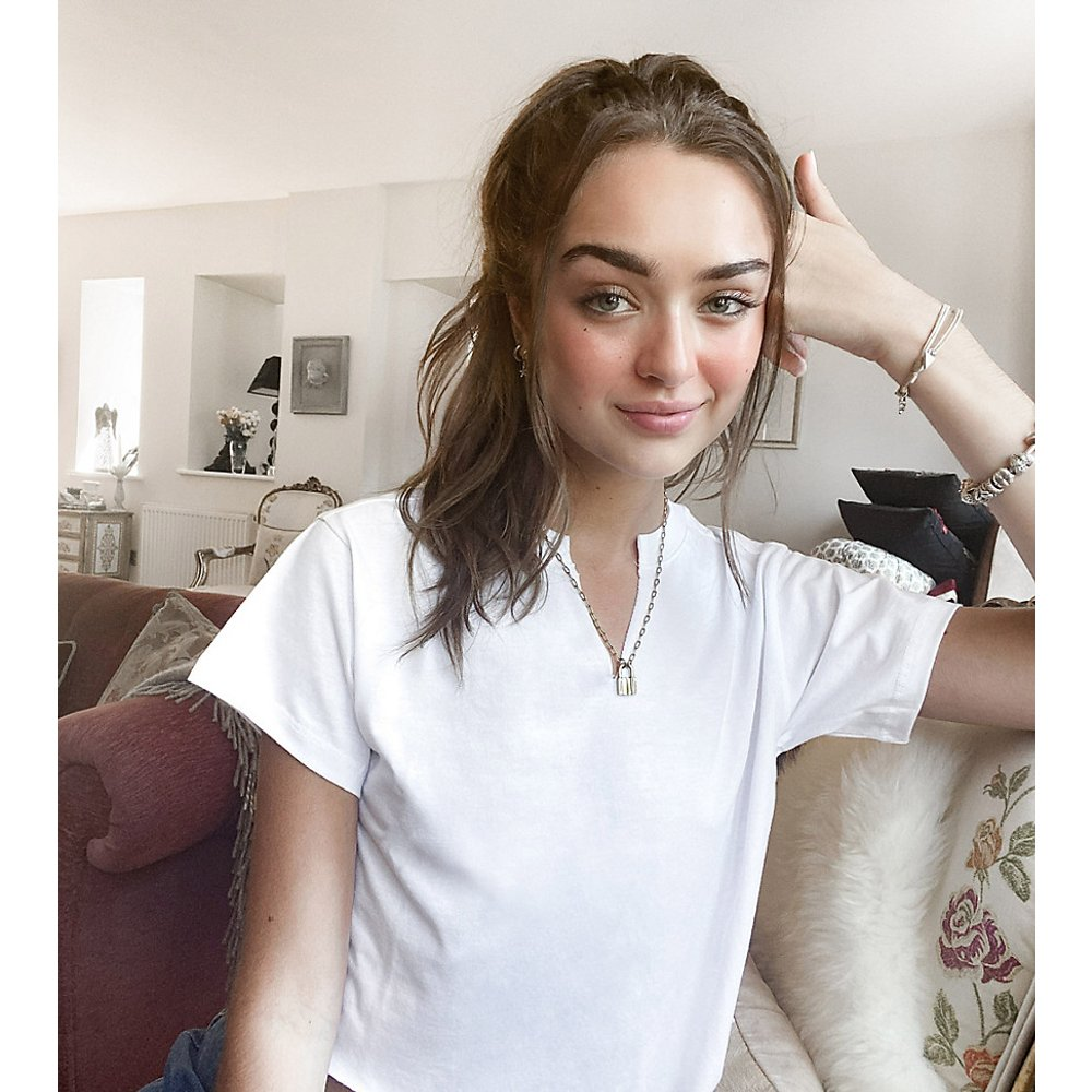 ASOS DESIGN Petite - T-shirtcoupe carrée avec encolure découpée - ASOS Petite - Modalova