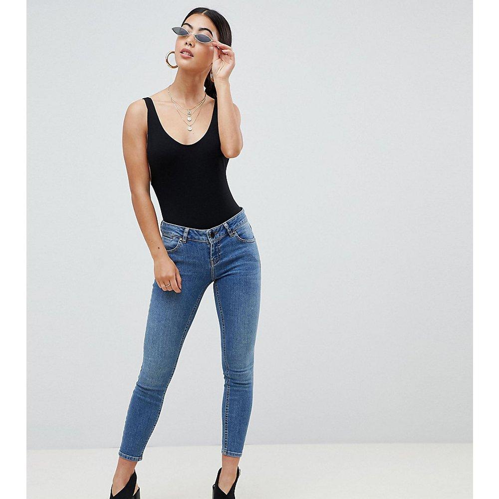 ASOS DESIGN Petite - Whitby - Jean skinny taille basse - Délavé moyen - ASOS Petite - Modalova