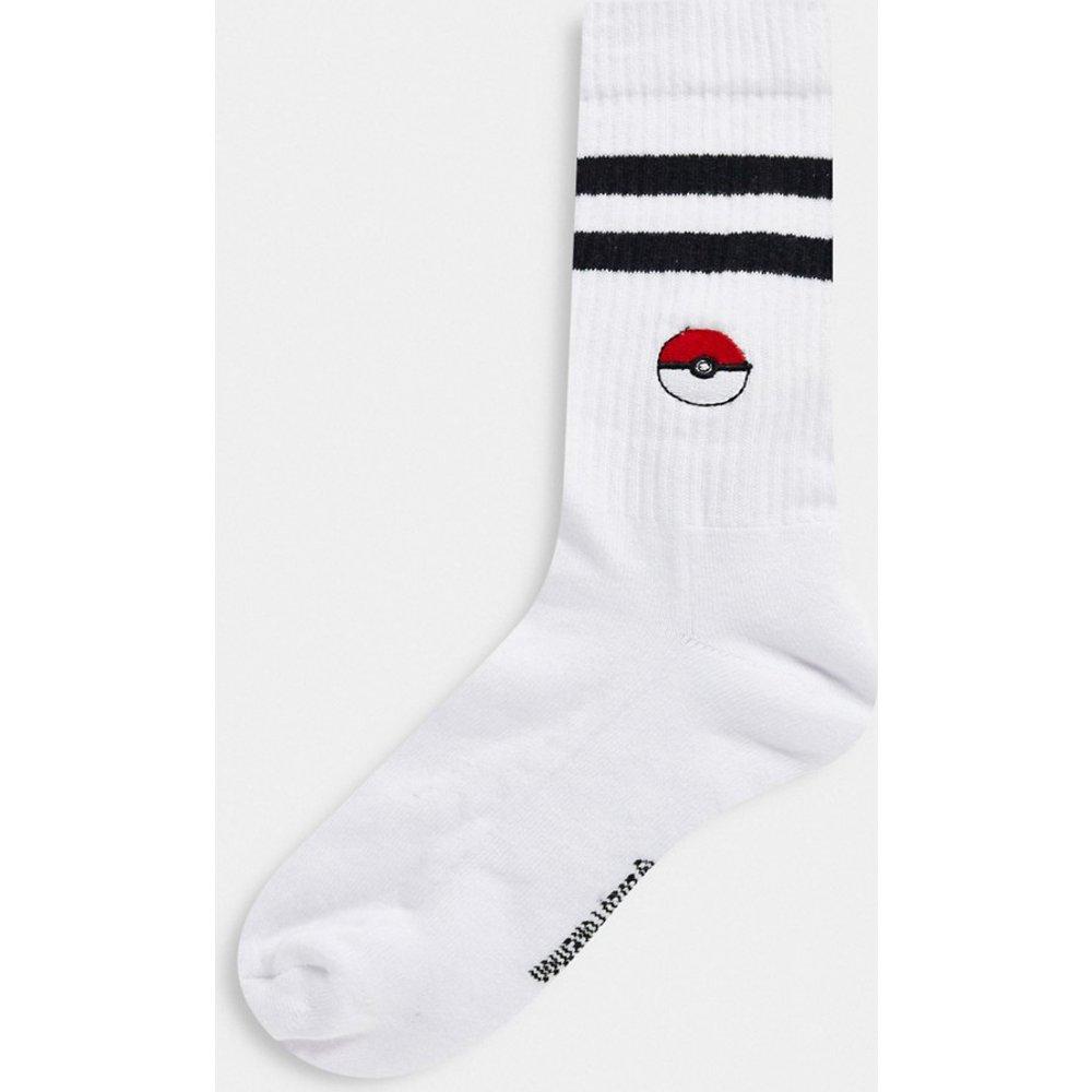 Pokemon - Chaussettes de sport à motif Poké Ball brodé - ASOS DESIGN - Modalova