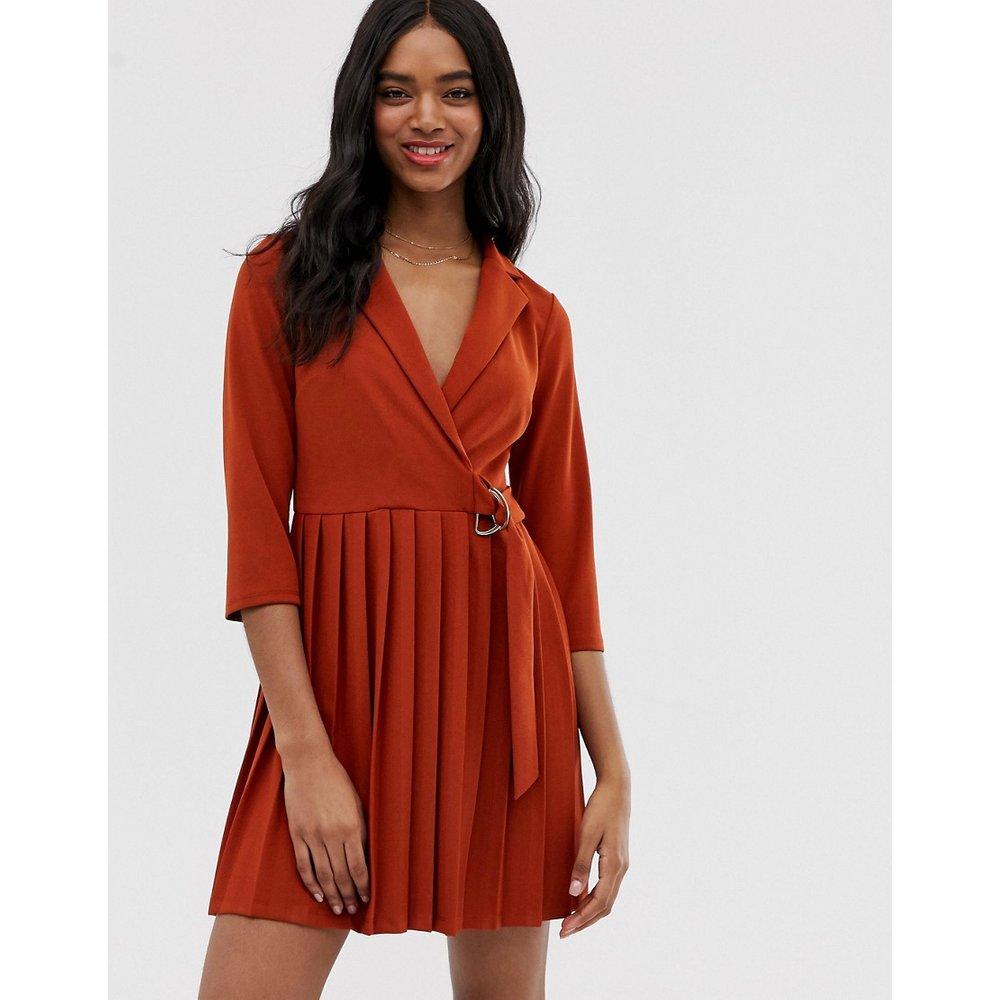 Robe chemise coupe cache-cœur avec jupe plissée - ASOS DESIGN - Modalova