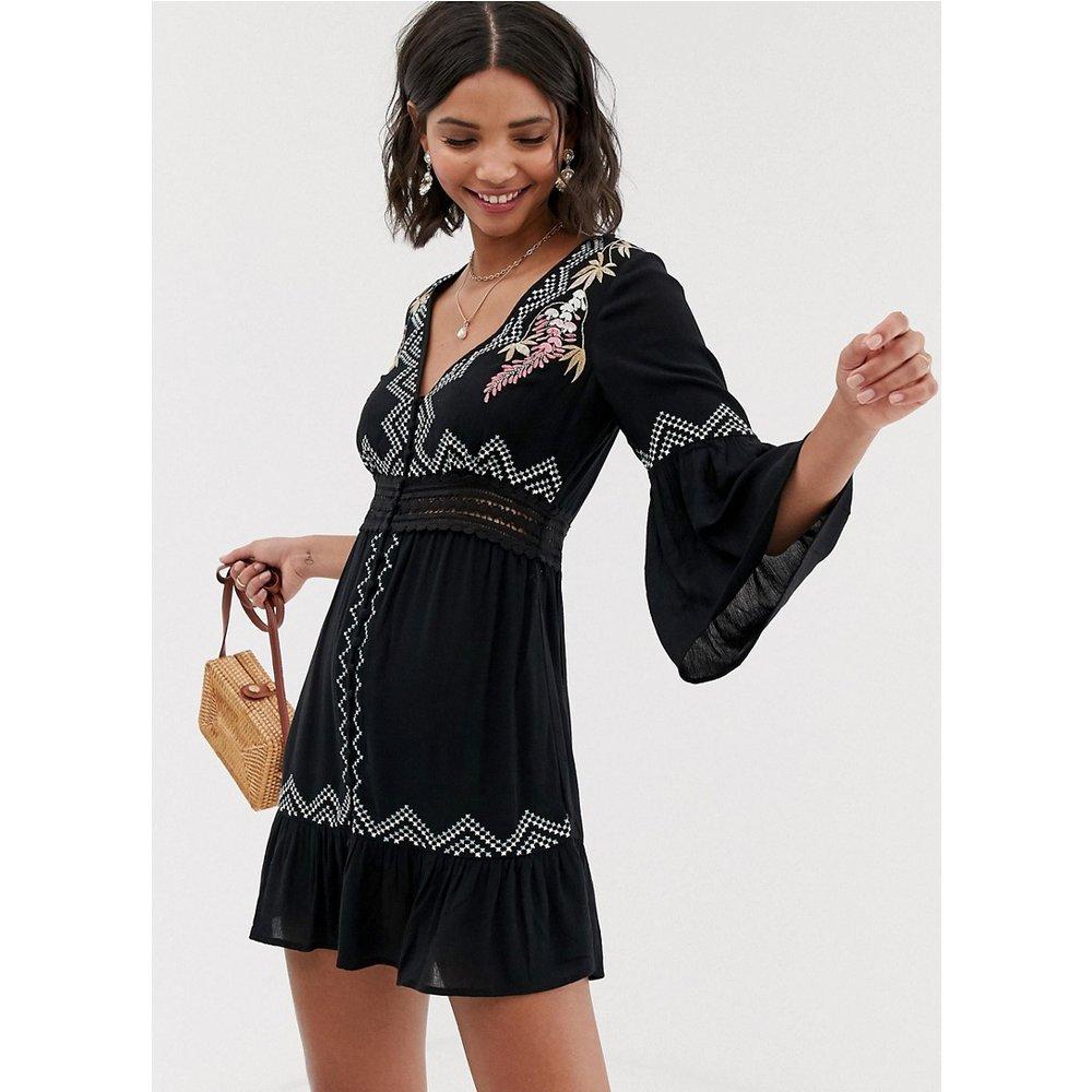 Robe courte brodée avec insert en dentelle - ASOS DESIGN - Modalova