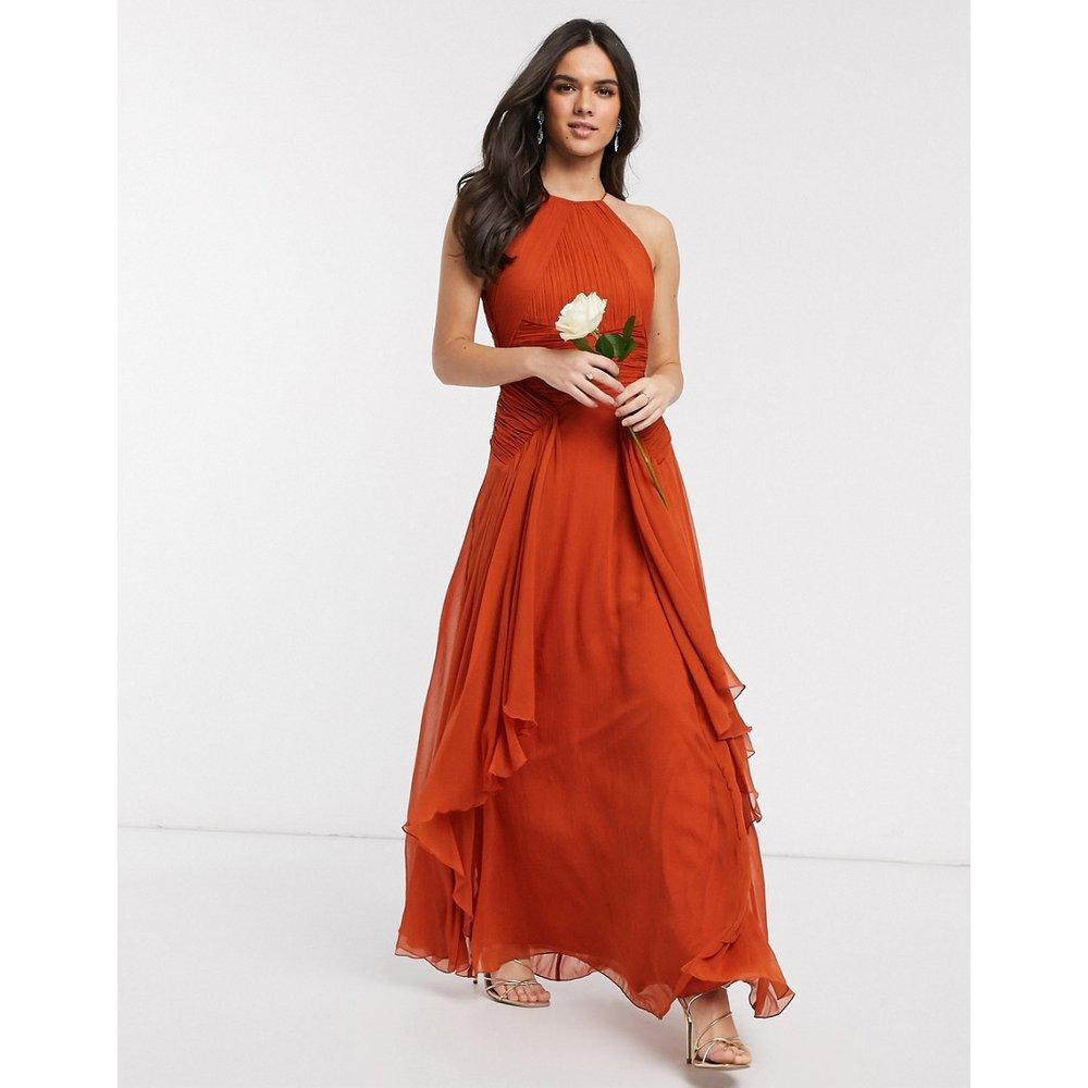 Robe longue chasuble pour demoiselle d'honneur avec corsage froncé et jupe à superpositions - ASOS DESIGN - Modalova
