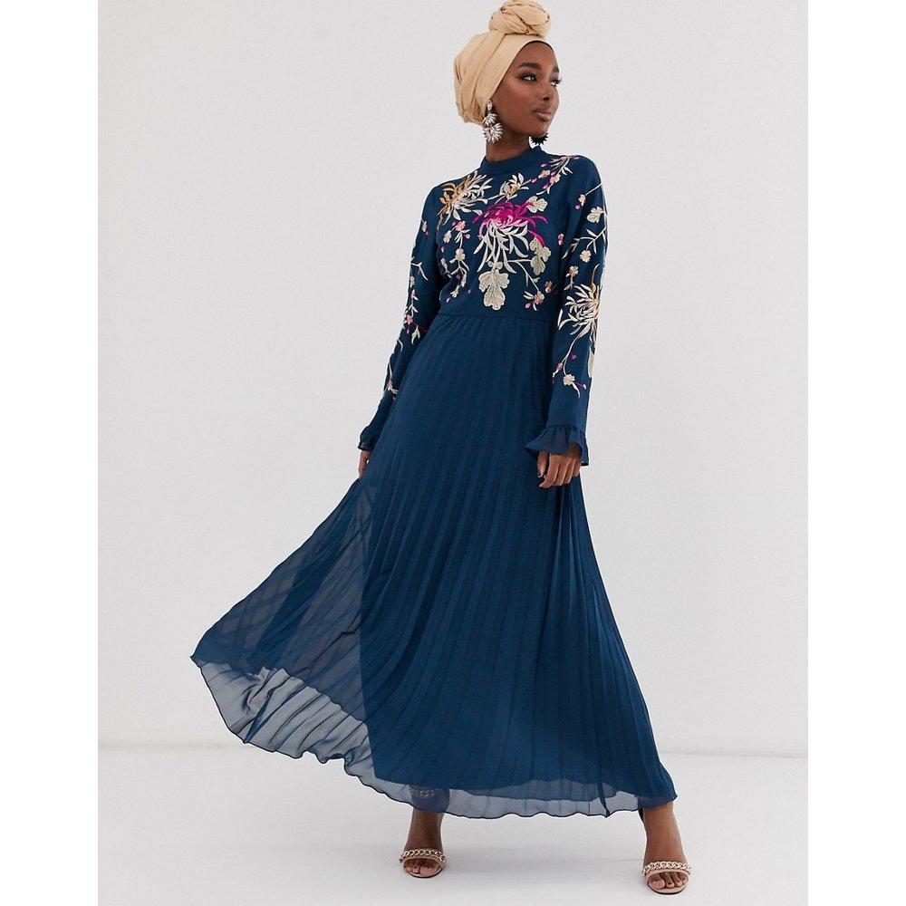 Robe longue plissée brodée avec manches évasées - Bleu marine - ASOS DESIGN - Modalova