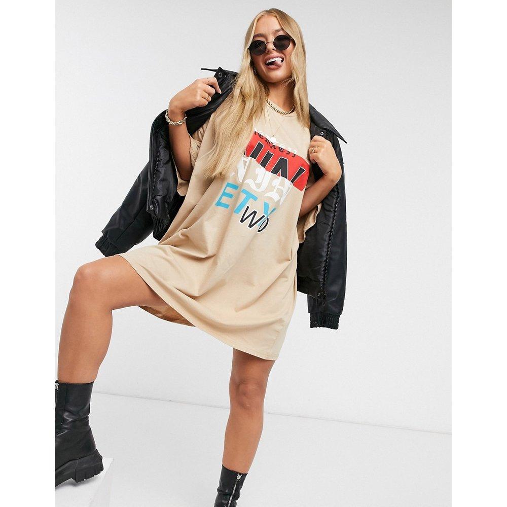 Robe t-shirt oversizeà imprimé graphiqueNinety Two- Fauve - ASOS DESIGN - Modalova