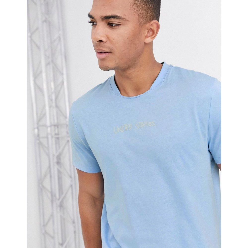 T-shirt en coton bio avec détail à l'encolure et imprimé urbain - clair - ASOS DESIGN - Modalova
