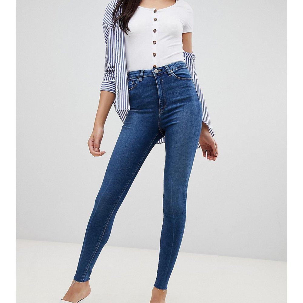 ASOS DESIGN Tall - Ridley - Jean skinny taille haute avec ourlet brut - Délavage foncé - ASOS Tall - Modalova