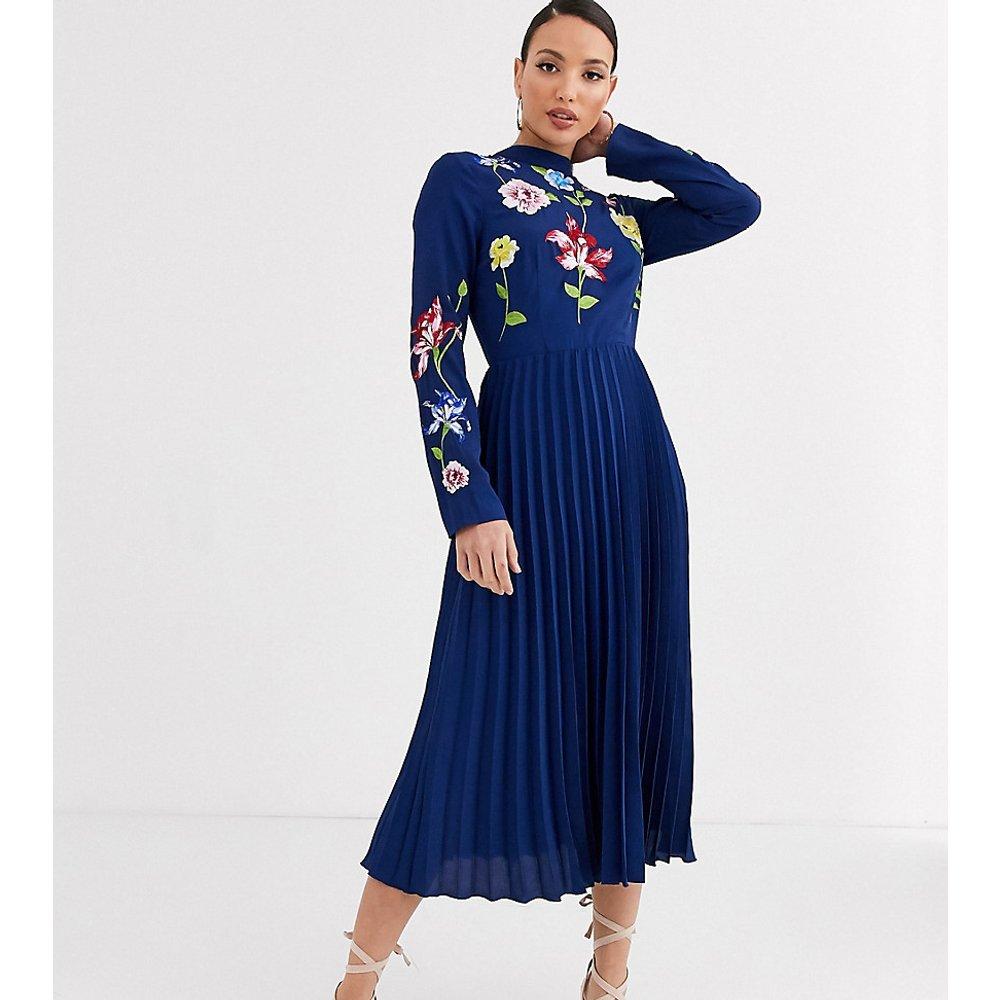 ASOS DESIGN Tall - Robe mi-longue plissée brodée - ASOS Tall - Modalova