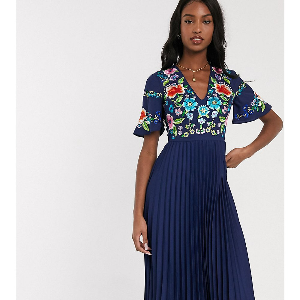 ASOS DESIGN Tall - Robe mi-longue plissée et brodée - Bleu marine - ASOS Tall - Modalova