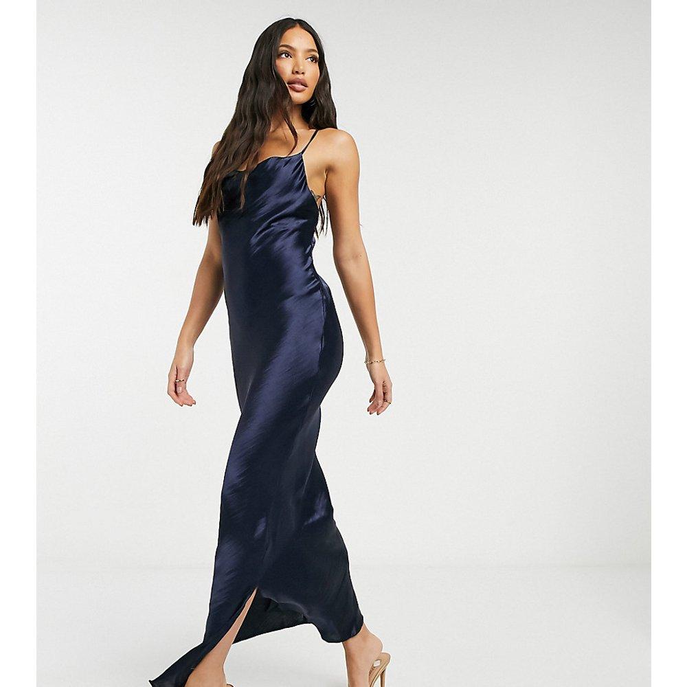 ASOS DESIGN Tall - Robe nuisette longue caraco en satin très brillant et laçage au dos - ASOS Tall - Modalova