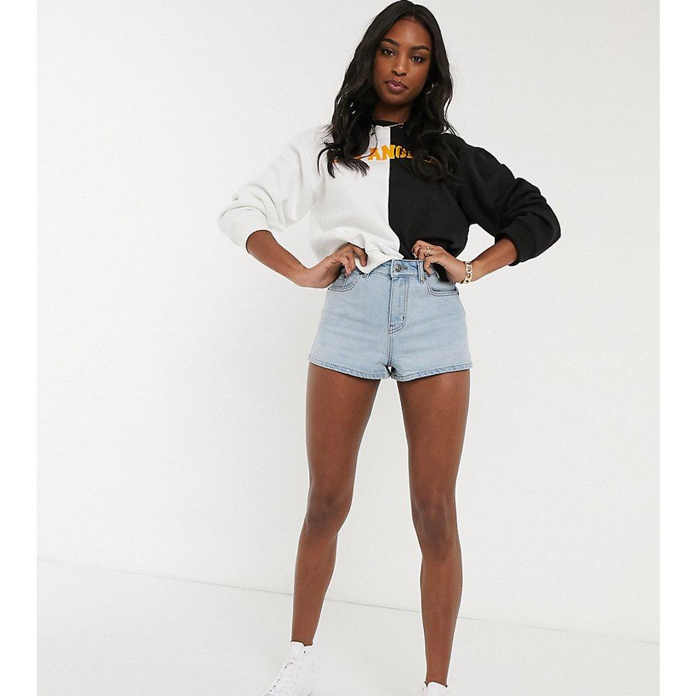 ASOS DESIGN Tall - Short court en jean à taille mi-haute - ASOS Tall - Modalova