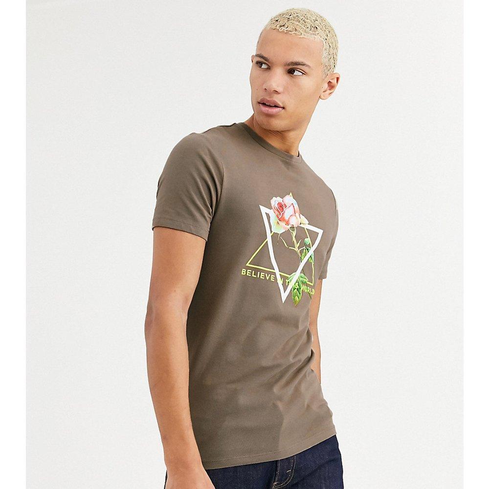 Tall - T-shirt ajusté à imprimé rose et inscription fluo - ASOS DESIGN - Modalova