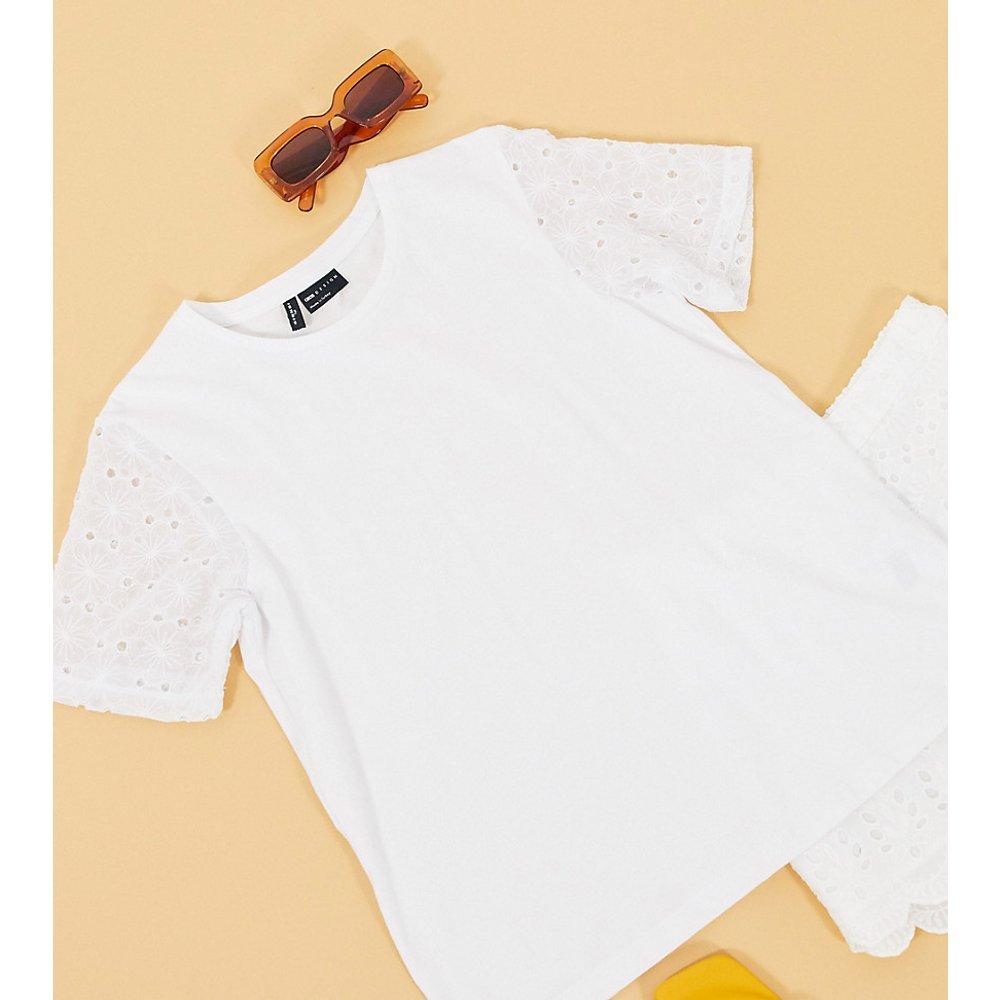 ASOS DESIGN Tall- T-shirt avec manches à motif fleuri ajouré - ASOS Tall - Modalova