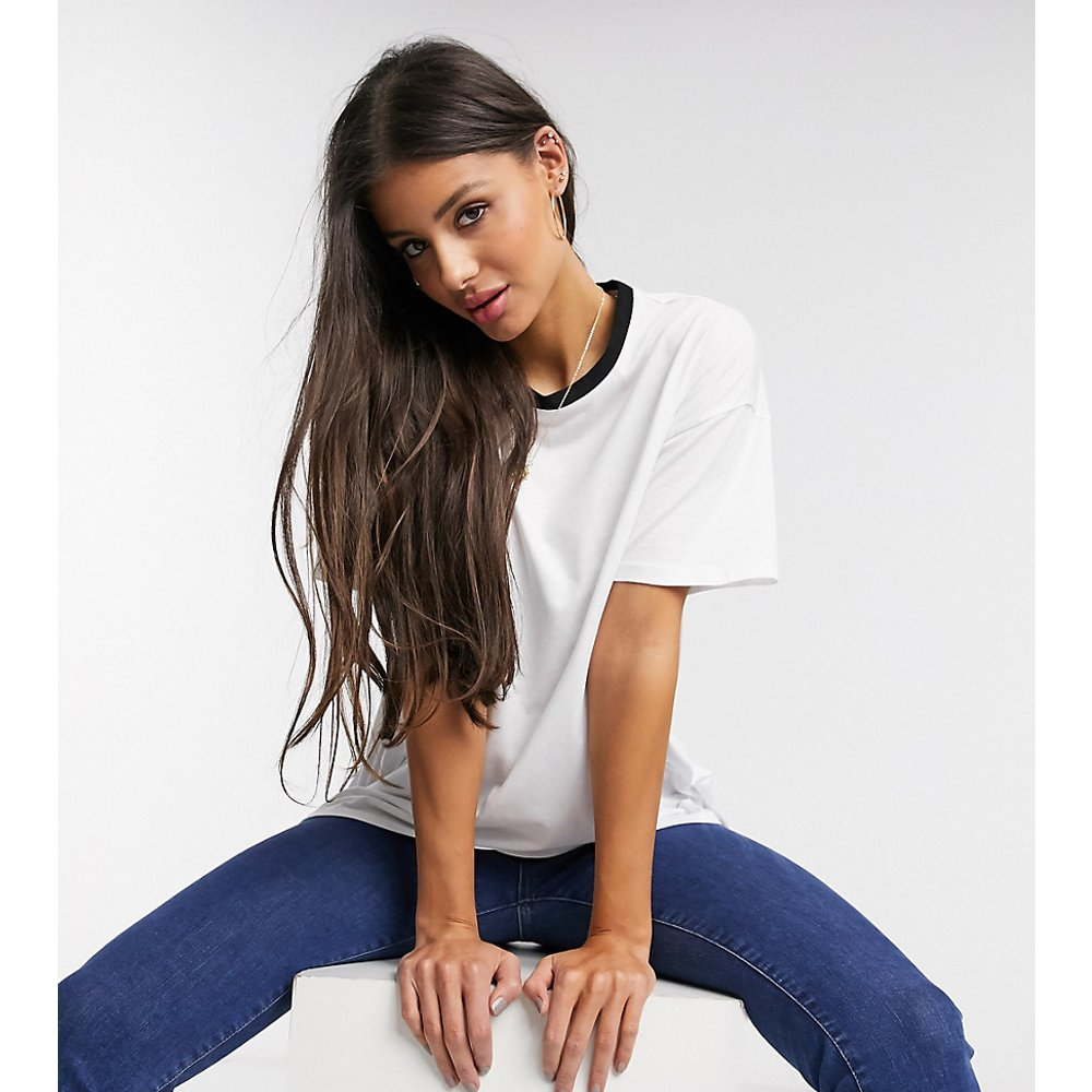 ASOS DESIGN Tall - T-shirt décontracté avec col à liserés - ASOS Tall - Modalova