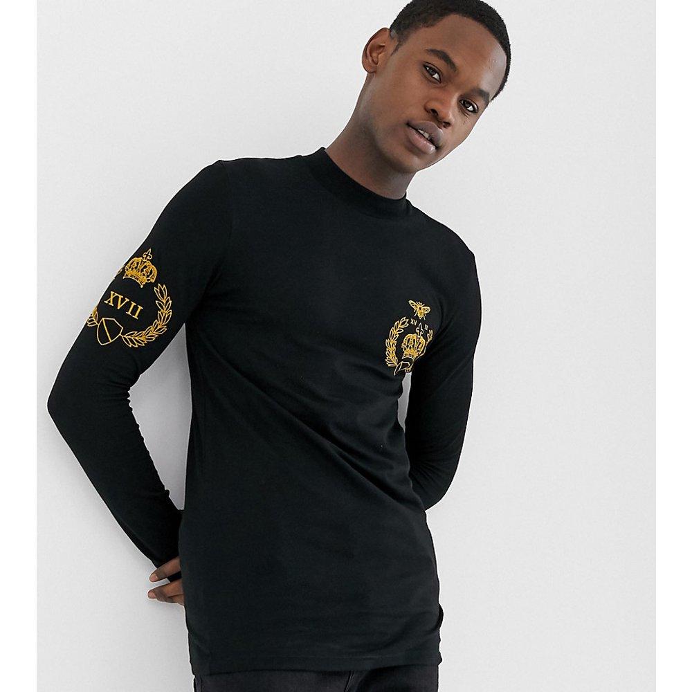 Tall - T-shirt moulant à manches longues, col roulé et emblème brodé - ASOS DESIGN - Modalova