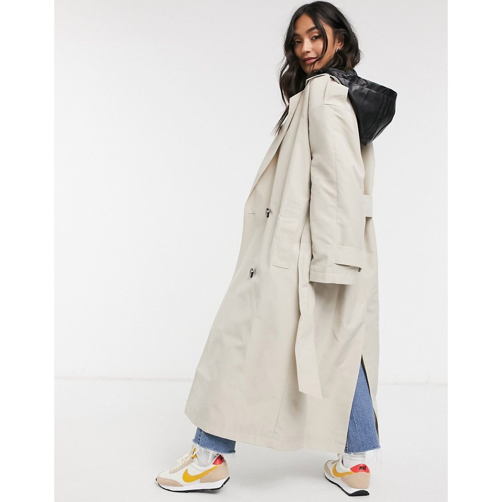 Trench-coat avec capuche amovible en imitation cuir - Taupe - ASOS DESIGN - Modalova