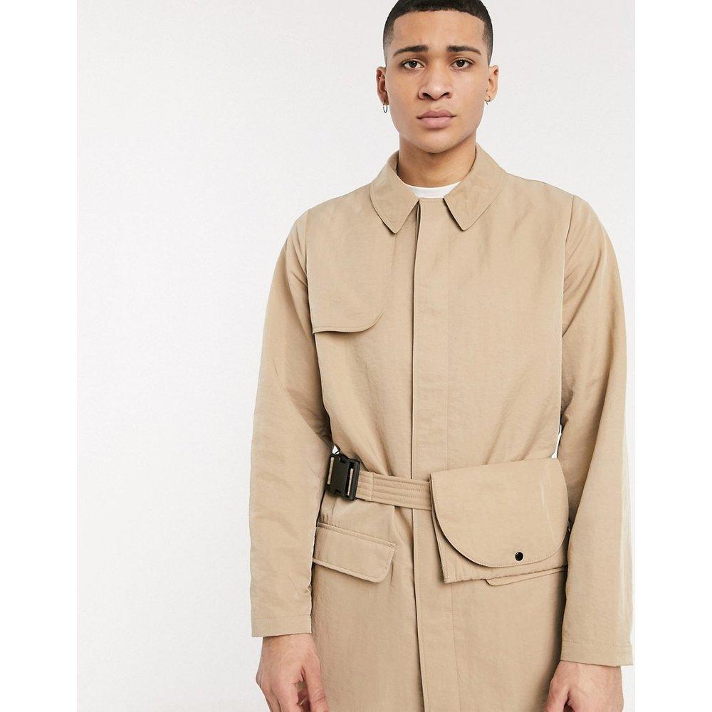 Trench-coat coupe droite avec ceinture style sac banane - Taupe - ASOS DESIGN - Modalova