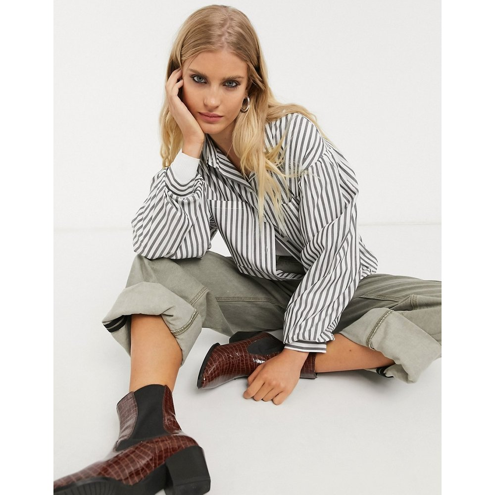 Chemise oversize à fines rayures - Bershka - Modalova