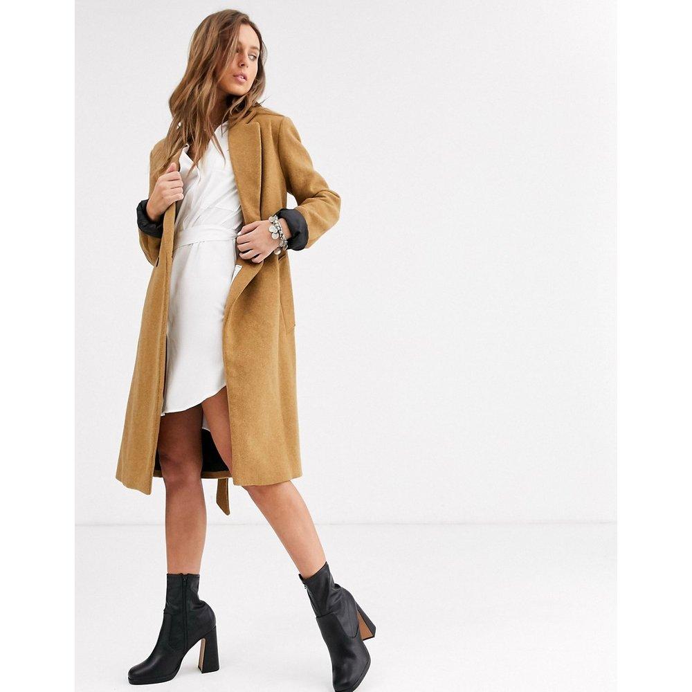 Manteau ajusté noué à la taille - Fauve - Bershka - Modalova