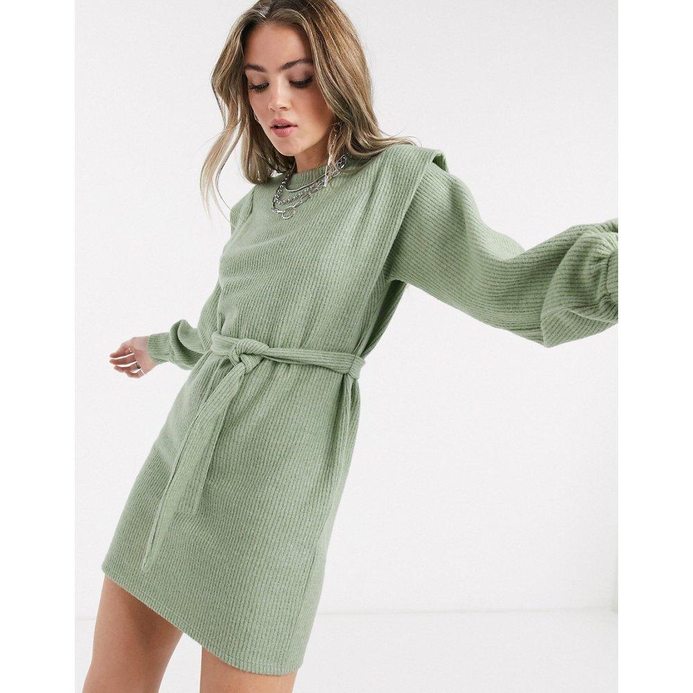 Robe pull nouée à la taille avec détail à l'épaule - sauge - Bershka - Modalova