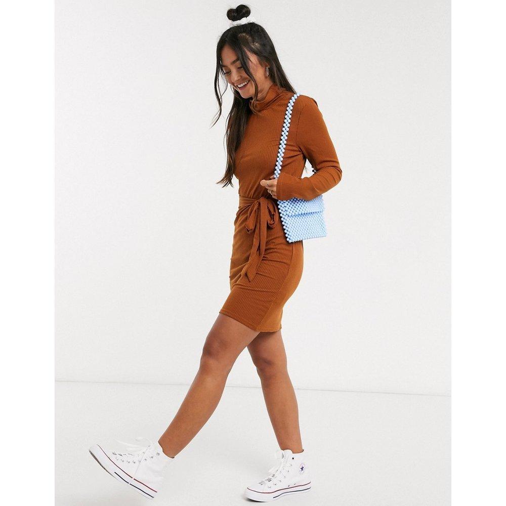 Robe courte en jersey à col montant avec lien à la taille - Brave Soul - Modalova
