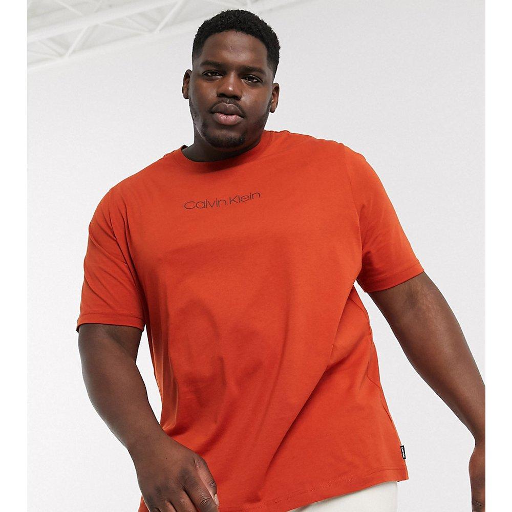 Big & Tall - Exclusivité ASOS - T-shirt avec logo centré - Calvin Klein - Modalova