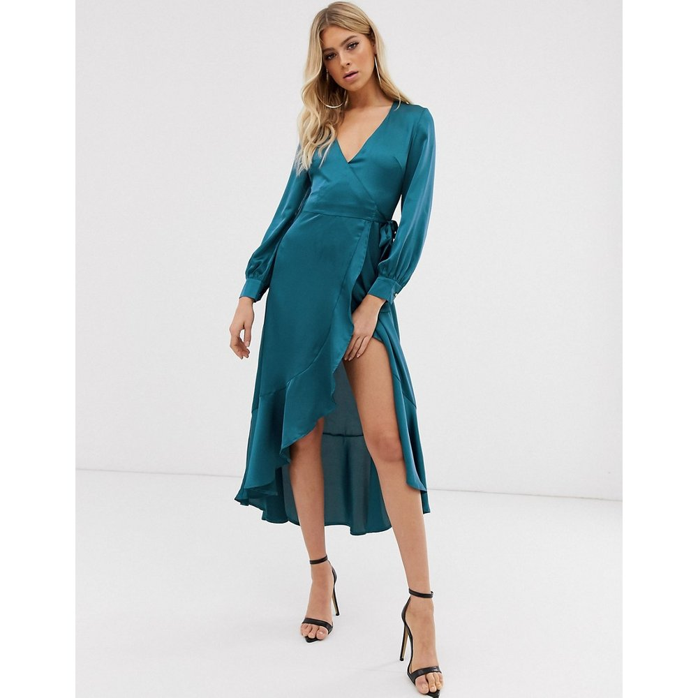 Robe cache-cœur en satin asymétrique - Club L London - Modalova