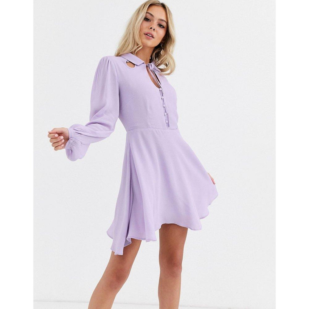 Robe courte boutonnée sur le devant avec liens à l'encolure - Glamorous - Modalova