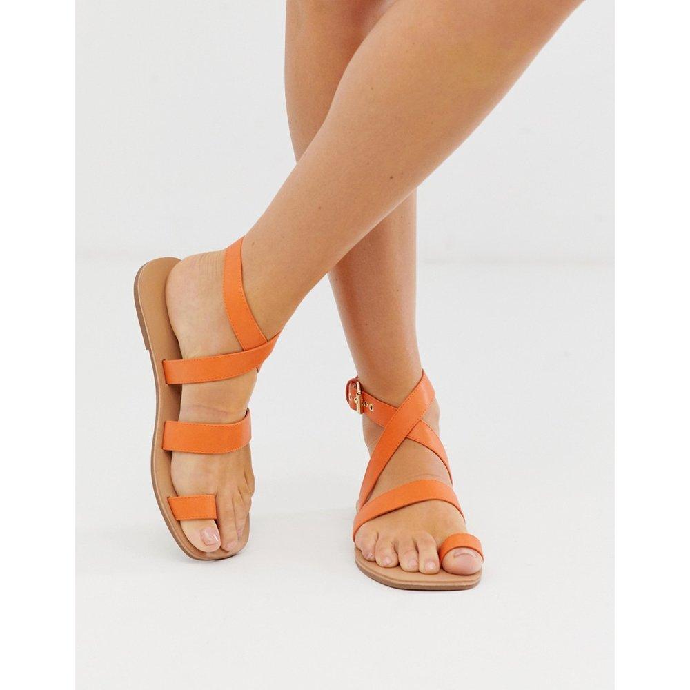Sandales plates avec boucle à l'orteil - London Rebel - Modalova