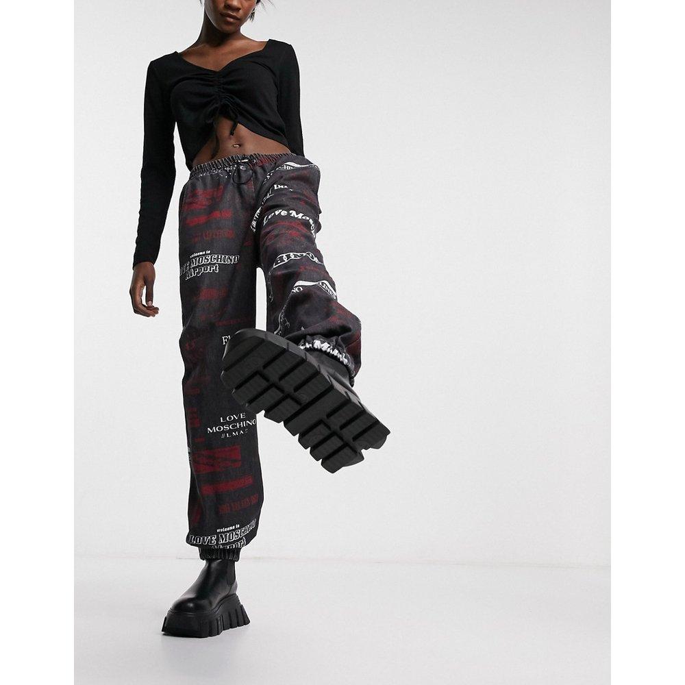 Pantalon en jean à logo imprimé sur l'ensemble - Love Moschino - Modalova