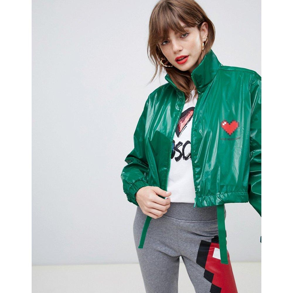 Veste imperméable courte vernie à logo cœur - Love Moschino - Modalova