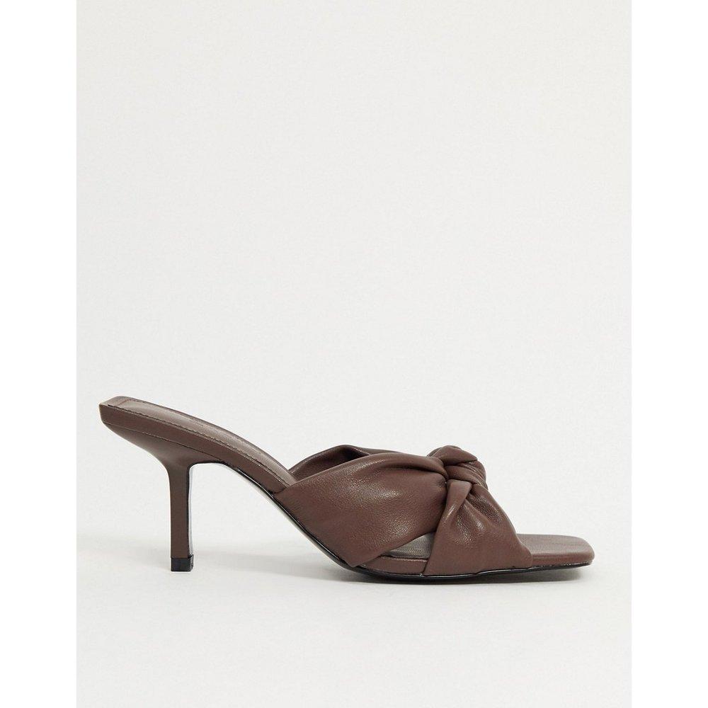 Sandales à talon style mules avec détail noué - Chocolat - Mango - Modalova
