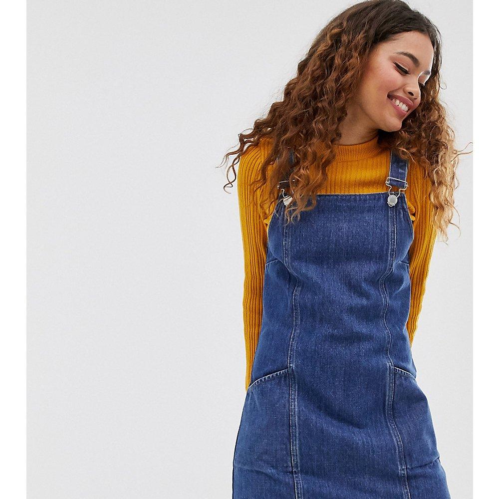 Robe chasuble en jean - moyen - Miss Selfridge Petite - Modalova