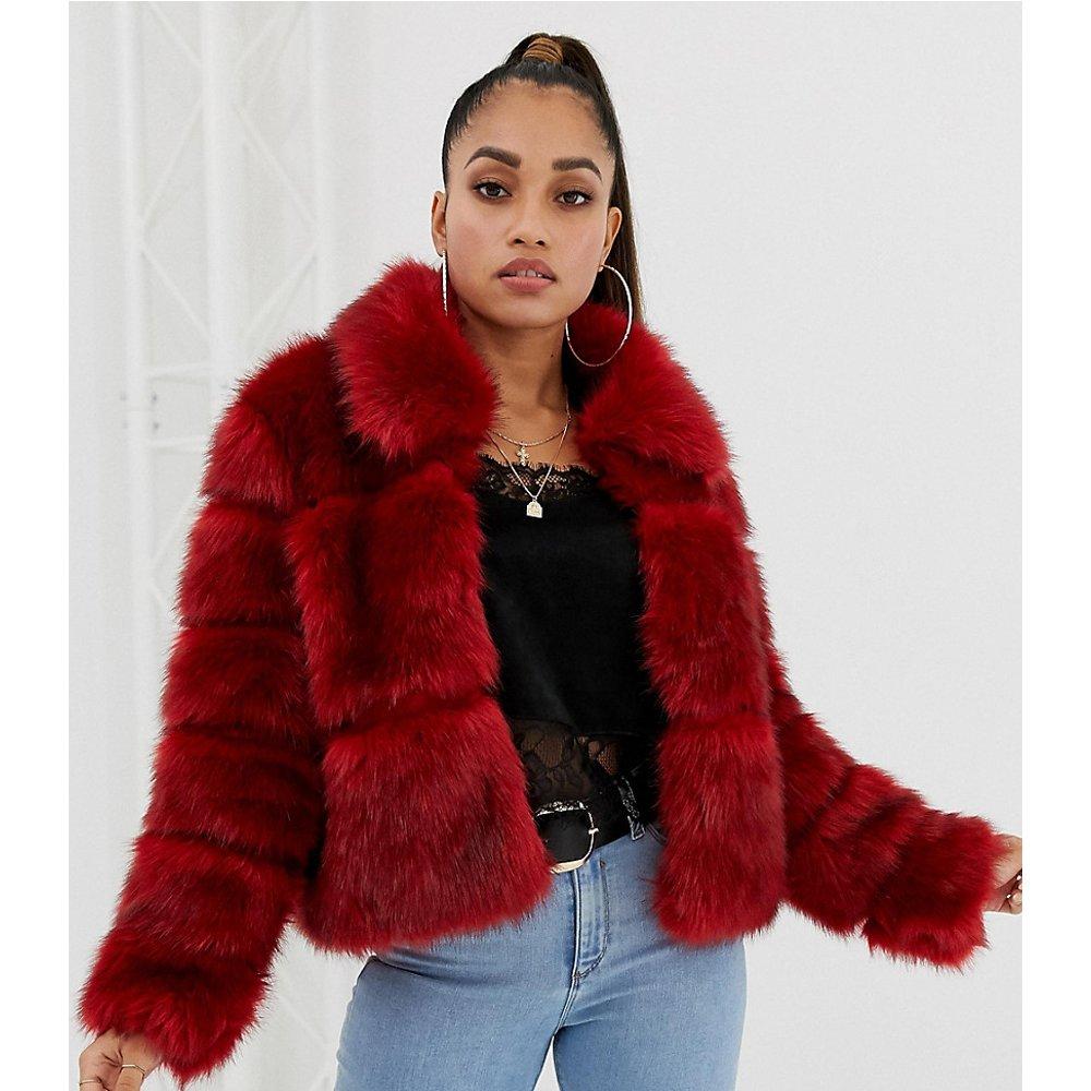 Manteau en fausse fourrure - - Exclusivité ASOS - Missguided Petite - Modalova