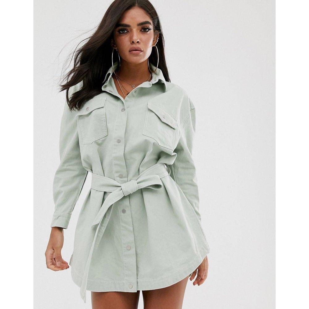 Robe chemise en jean à coutures contrastantes nouée à la taille - sauge - Missguided - Modalova