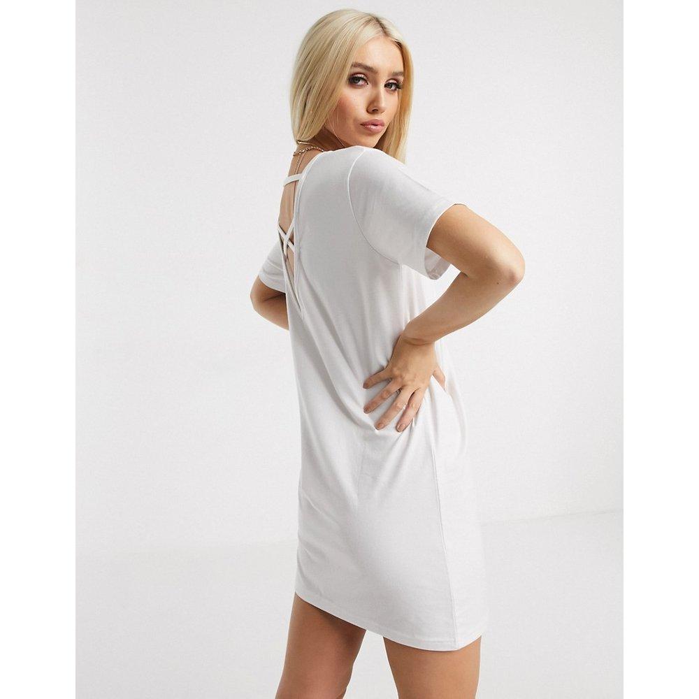 Robe t-shirt croisée dans le dos - Missguided - Modalova