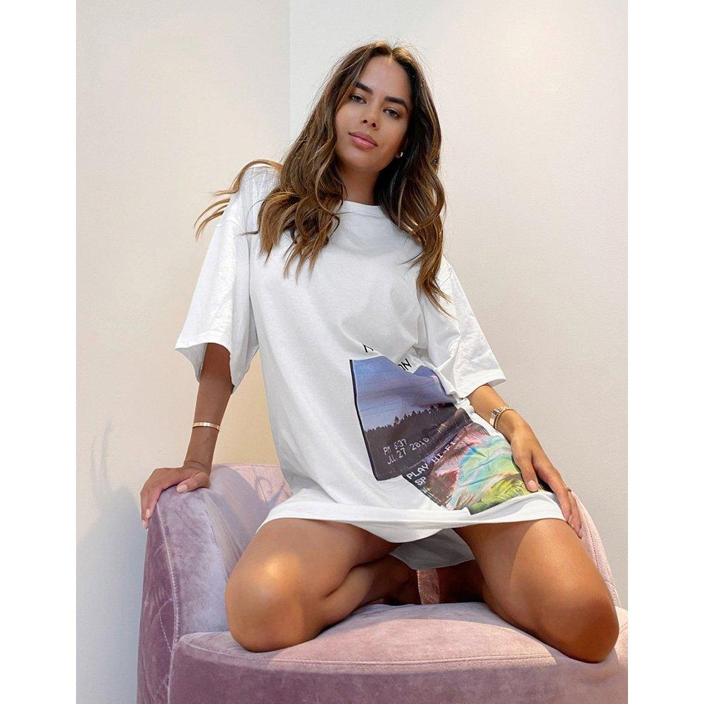 Robe t-shirt oversize à imprimé graphique - Missguided - Modalova