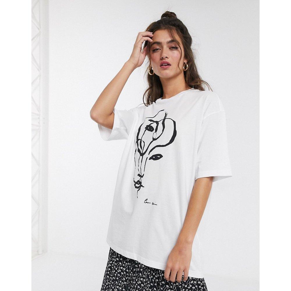 Cissi - T-shirt à motif visage abstrait - Monki - Modalova