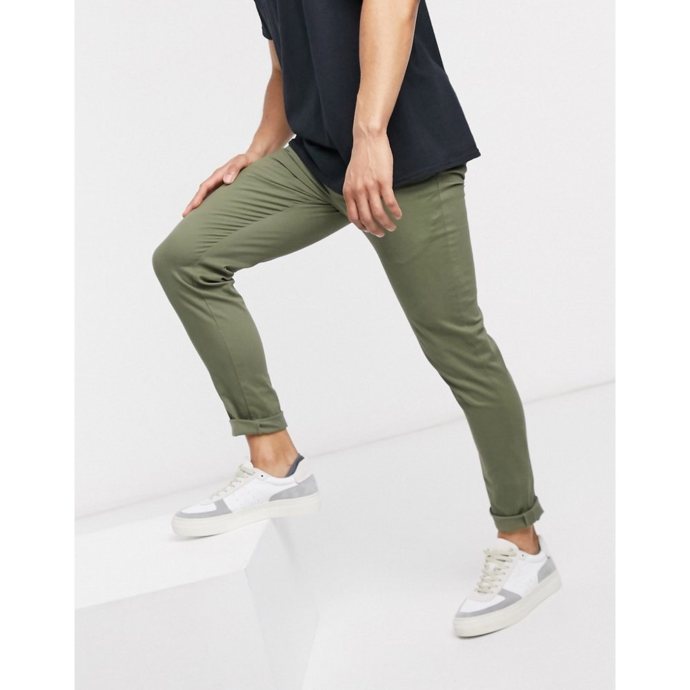 Pantalon chino ajusté - Kaki - New Look - Modalova