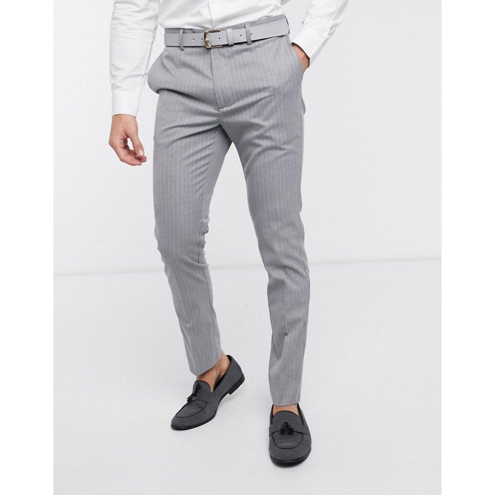 Pantalon de costume ajusté à fines rayures - New Look - Modalova