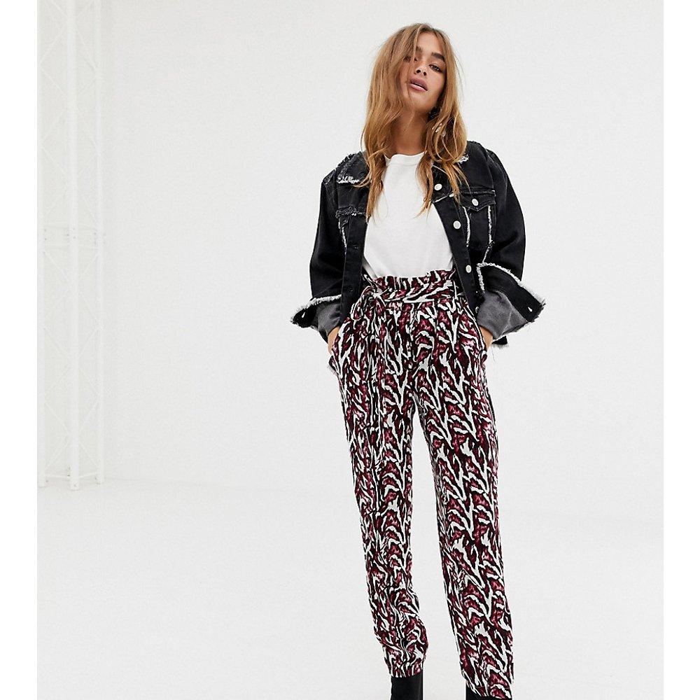 Pantalon imprimé à taille froncée - Noisy May Petite - Modalova