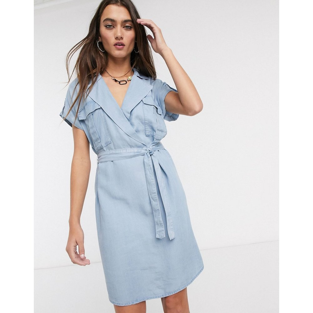 - Robe chemise en chambray avec ceinture nouée à la taille - Noisy May - Modalova