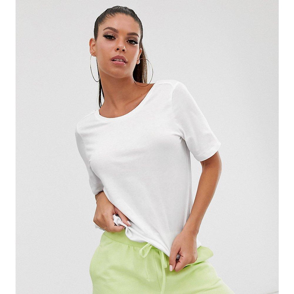Dring - T-shirt crop top à manches courtes - Noisy May Tall - Modalova