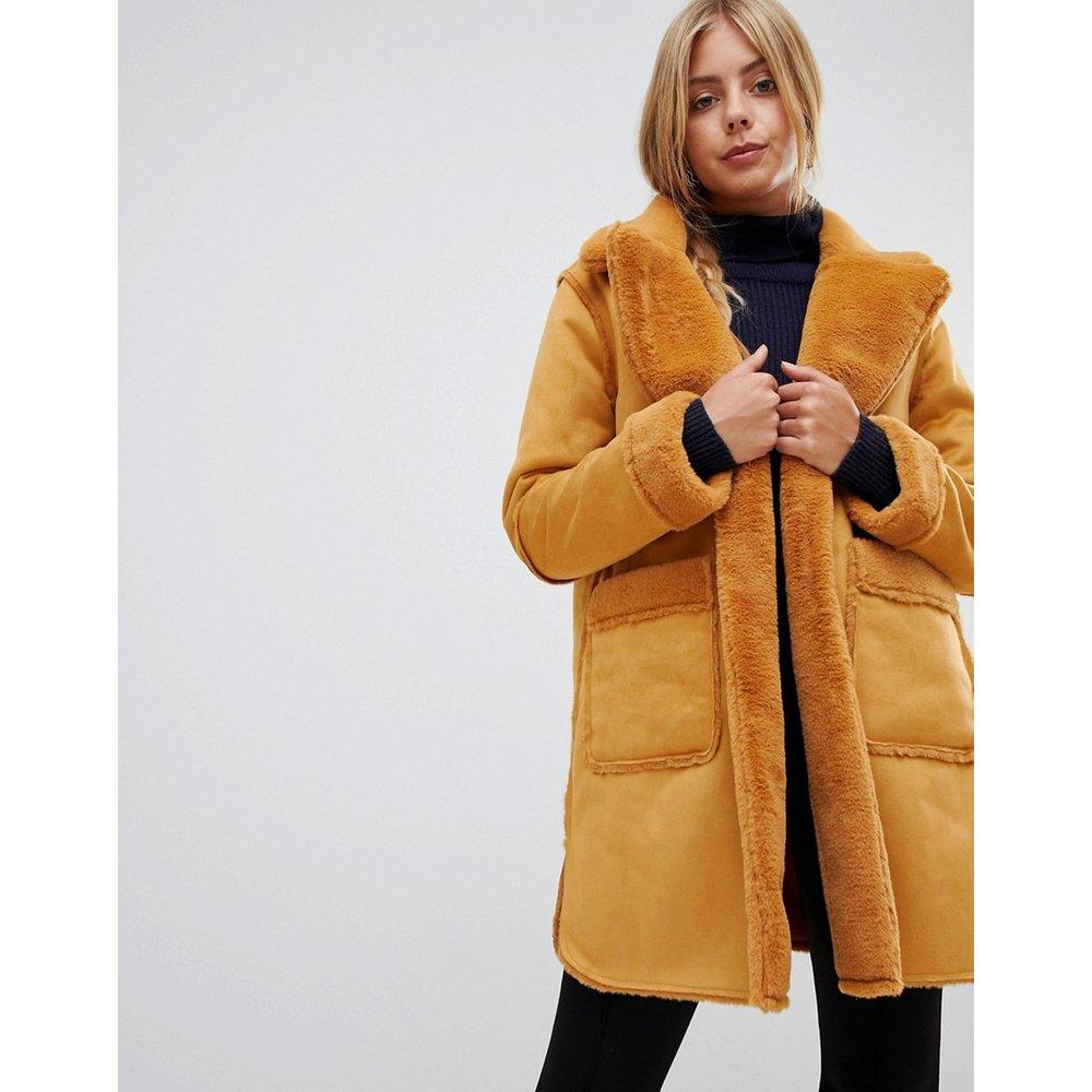 Manteau réversible en fausse peau de mouton - QED London - Modalova