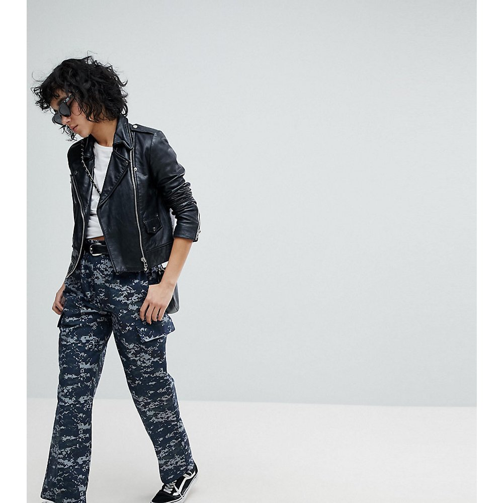 Pantalon militaire revisité motif camouflage pixélisé - Reclaimed Vintage - Modalova